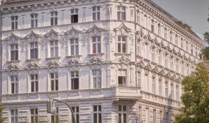 """<small style=""""color:darkred"""">Neue Stadtführungen & <br>Architekturführungen:</small><br><b>Berlin - Charlottenburg.</b> <br>Die Thementouren. 1"""