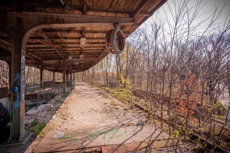 Detail des verlassenen Bahnhofs Siemensstadt