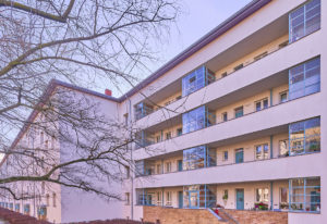 "<small style=""color:darkred"">Neue Architekturführung:</small><br><b>Reichsforschungssiedlung <br>Haselhorst.</b></small> 1"